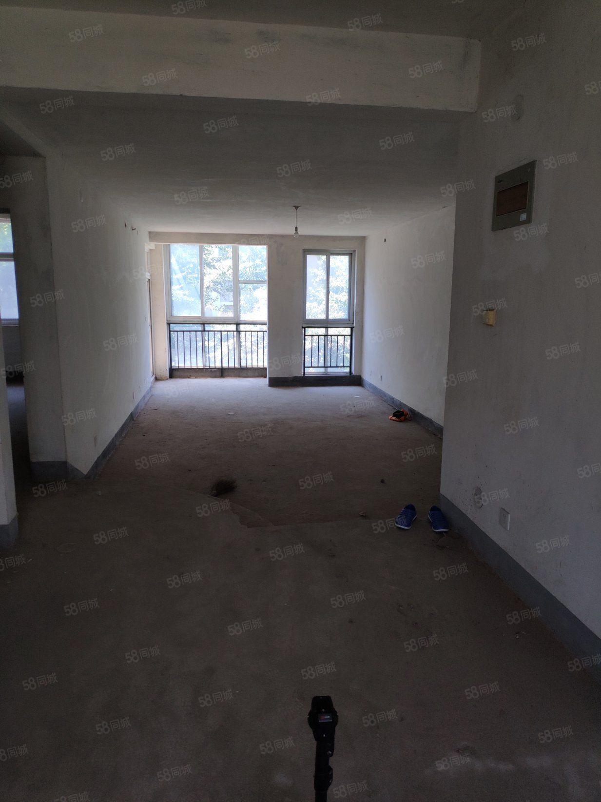 德国小镇141.33室2厅2卫2阳台毛坯南北好房不等人