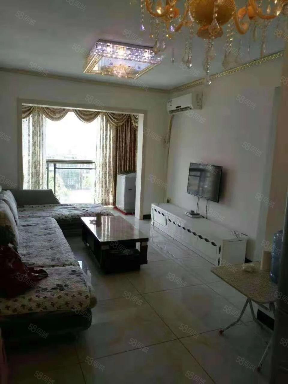 龙城御景一室一厅公寓家电齐全,拎包入住,极少的电梯房公寓