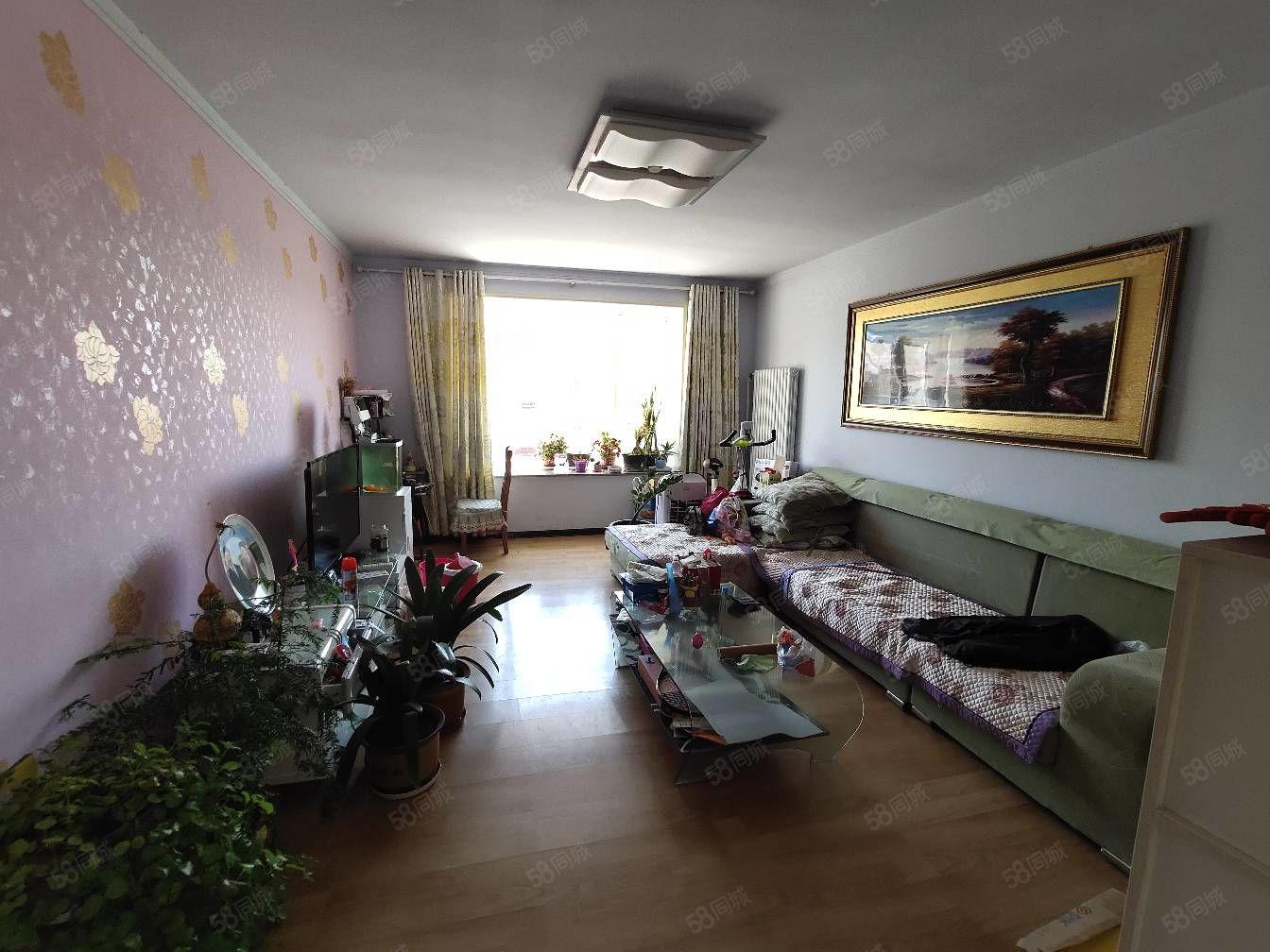 出售京北�o��小三居7600平送家具家�