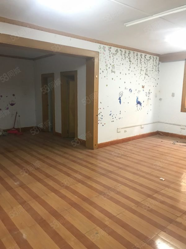西苑東路國昌小區一樓帶車庫3室2廳135平通陽臺有證可分期