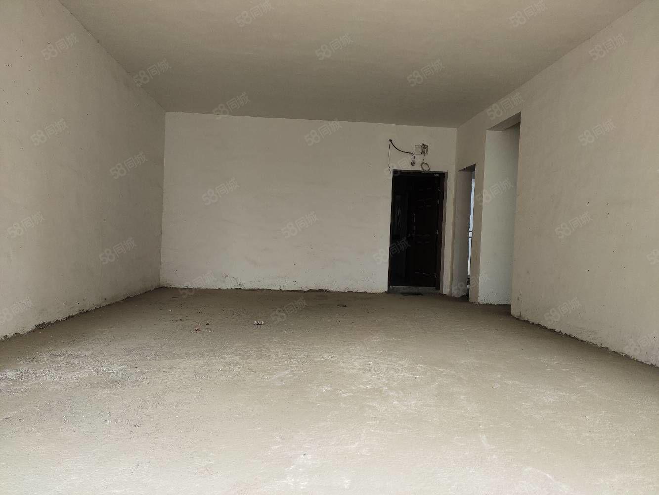 凤凰城毛坯房三室两厅两卫出售证在手随时过户。