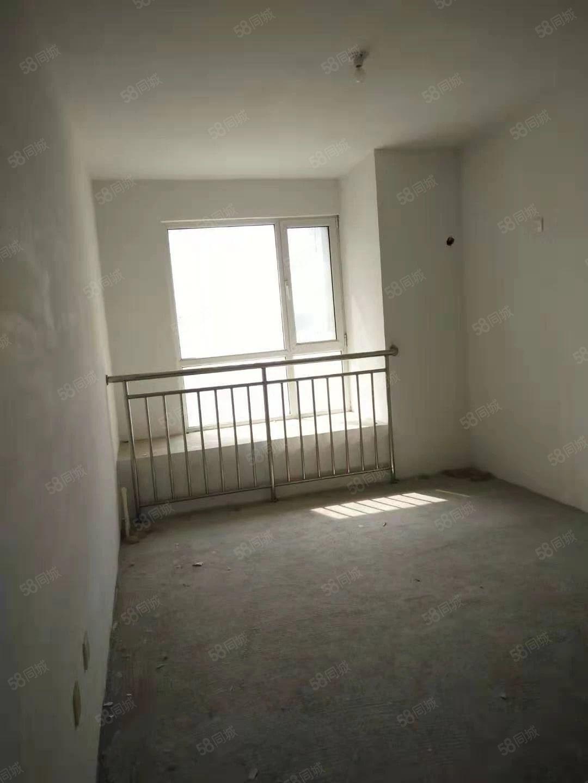 体育场泰山原著容郡国际3室朝阳3楼送配房保姆间