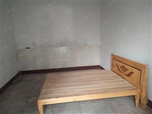 姚李菜市场,有一间两层门面房出售。