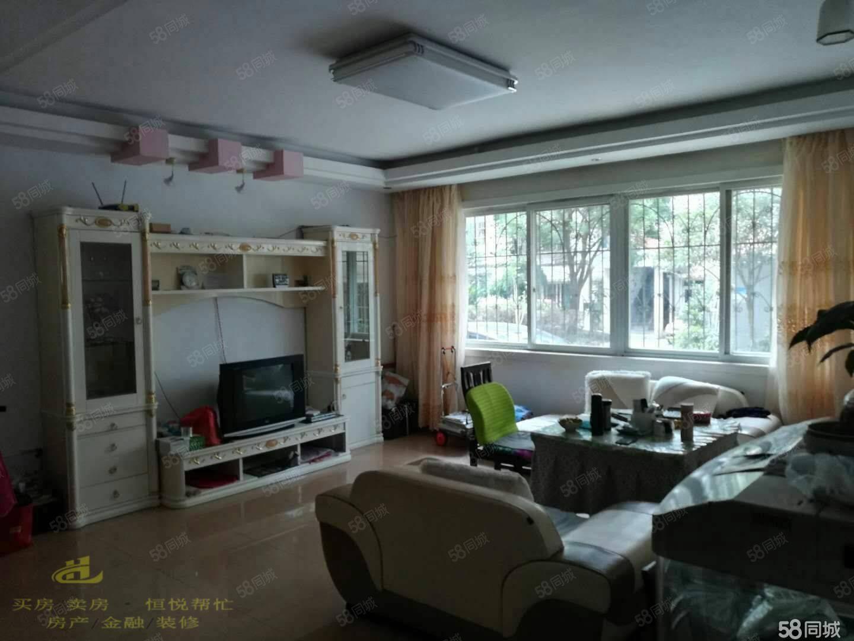 花月小区精装房出售,黄金步梯1楼,采光通风好,房子不潮湿