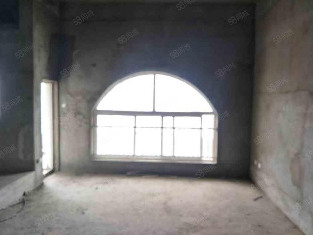择邻名苑大三房多层洋房带电梯南北通透可以按揭随时看房