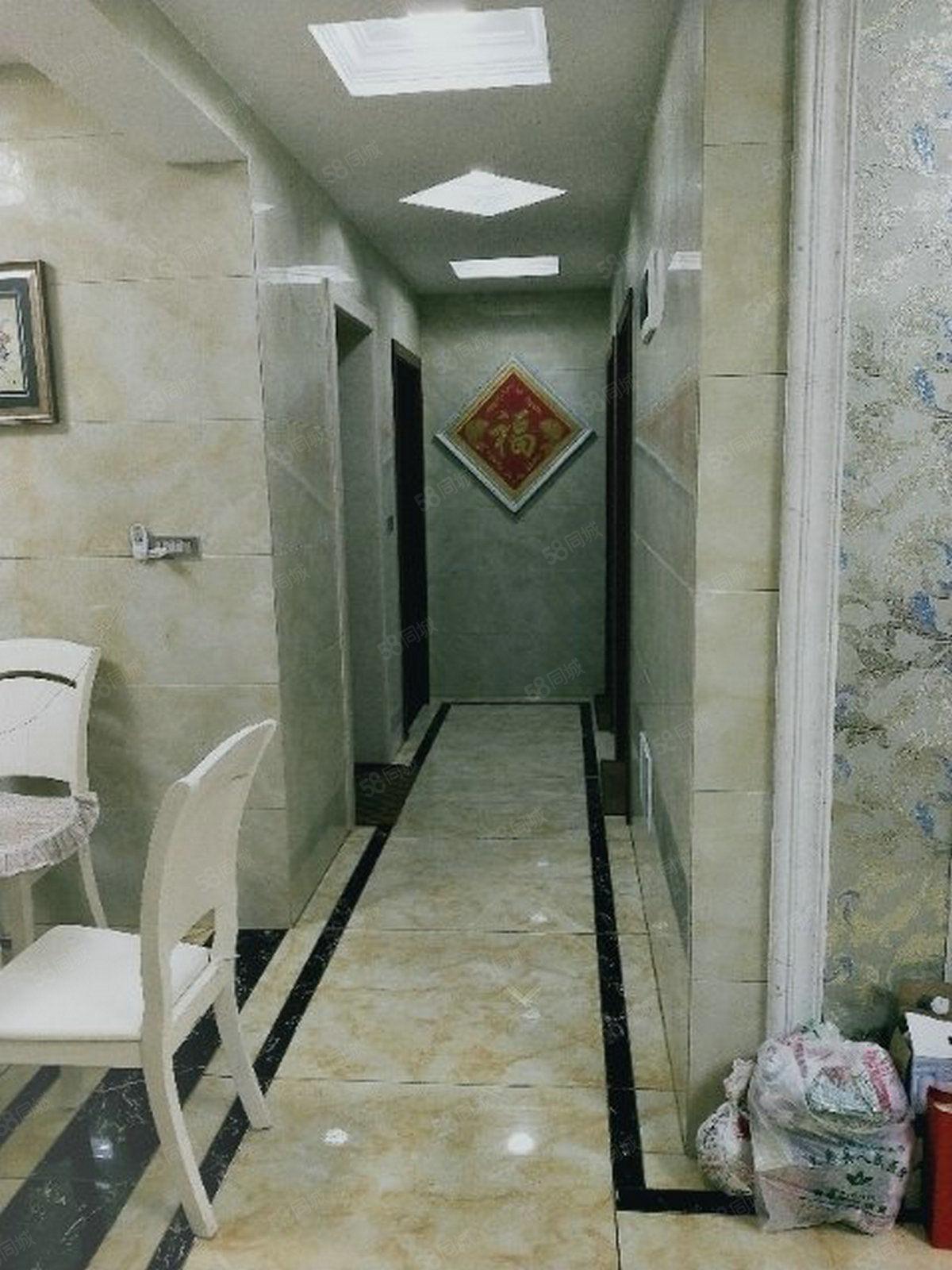 电梯河景房,3房精装修58万急售