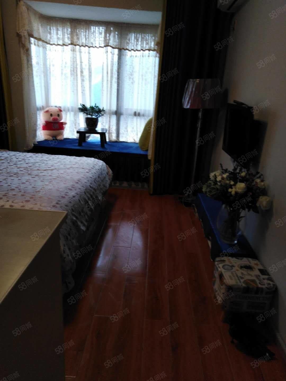 金铜国际火车站旁边,单身公寓出租,精装修。家电齐全,直接拎包
