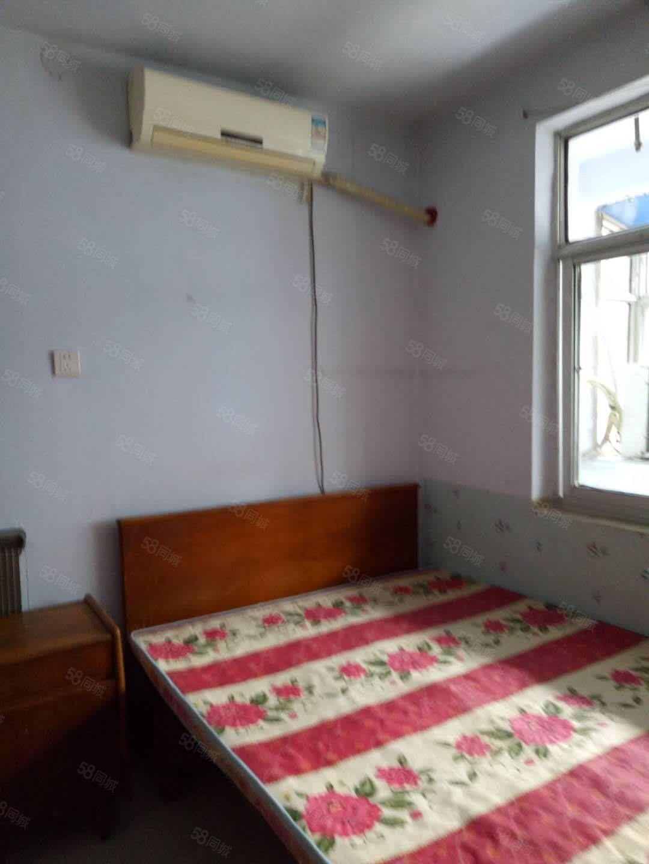 �源街中段��|小�^一室一�d700元家具�崴�器空�{��照