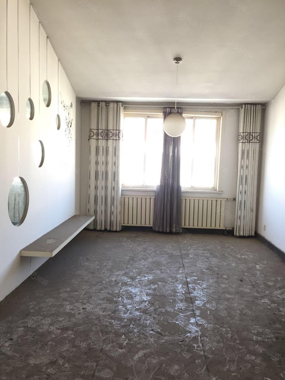 府前花园6楼2室2厅带37平大车库,精装修,一手房,需全款