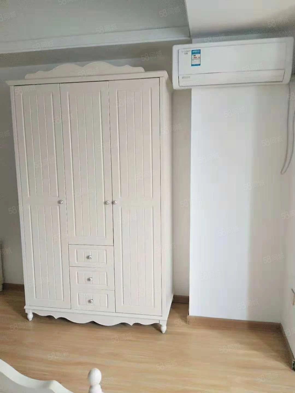房东急租,万达精装公寓出租,家具家电齐全温馨舒适,看房有钥匙