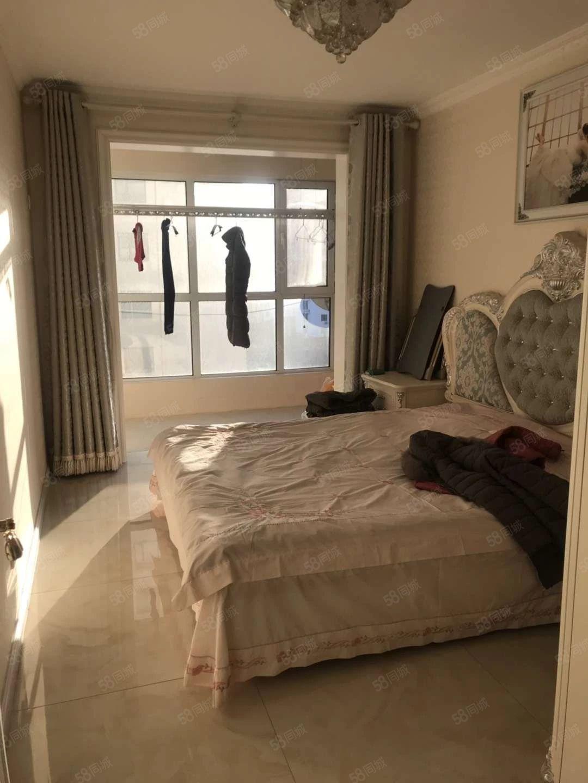 蓝钻公馆3室2厅1厅婚房精装修未住人
