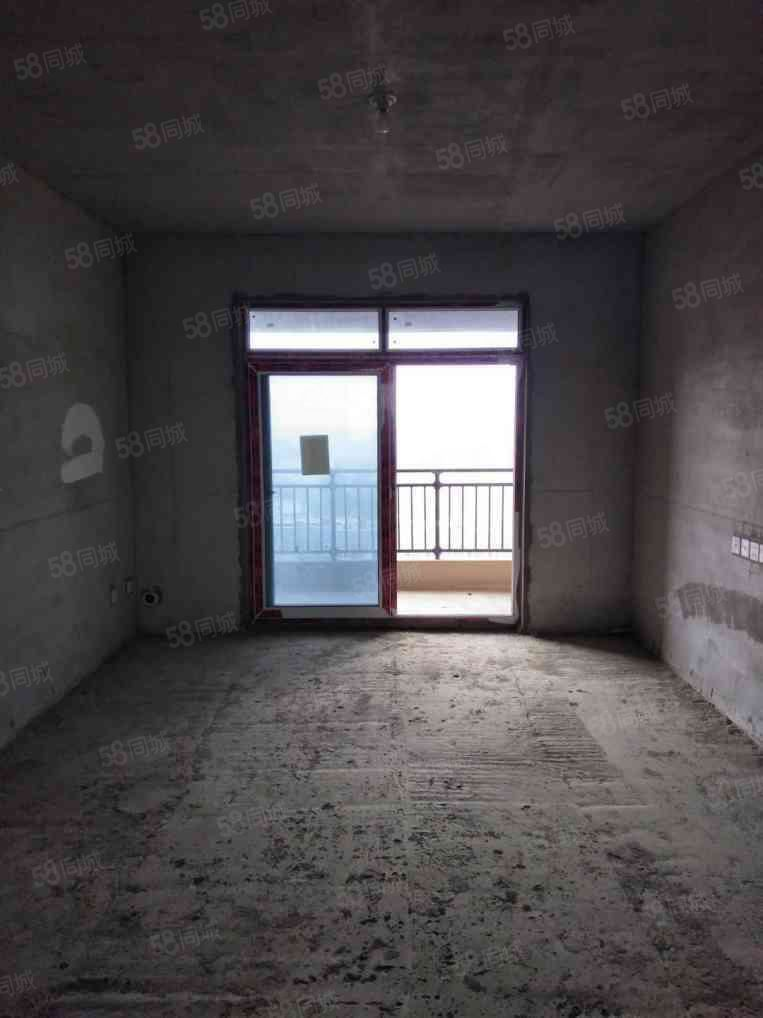 碧桂园电梯16楼129平大三房有证税满可按揭随时看房
