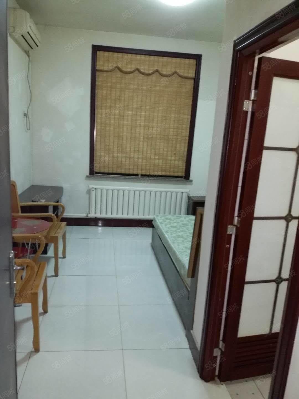 黄1渤7精装修小公寓家具家电齐全拎包入住位置好出行及购物方便