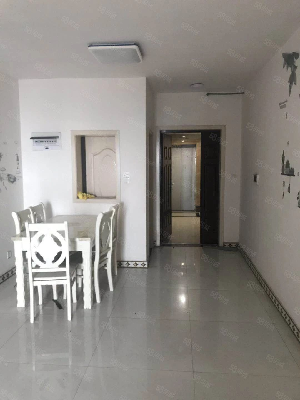 万达华府三室一厅价格低性价比高小区安静绿化好