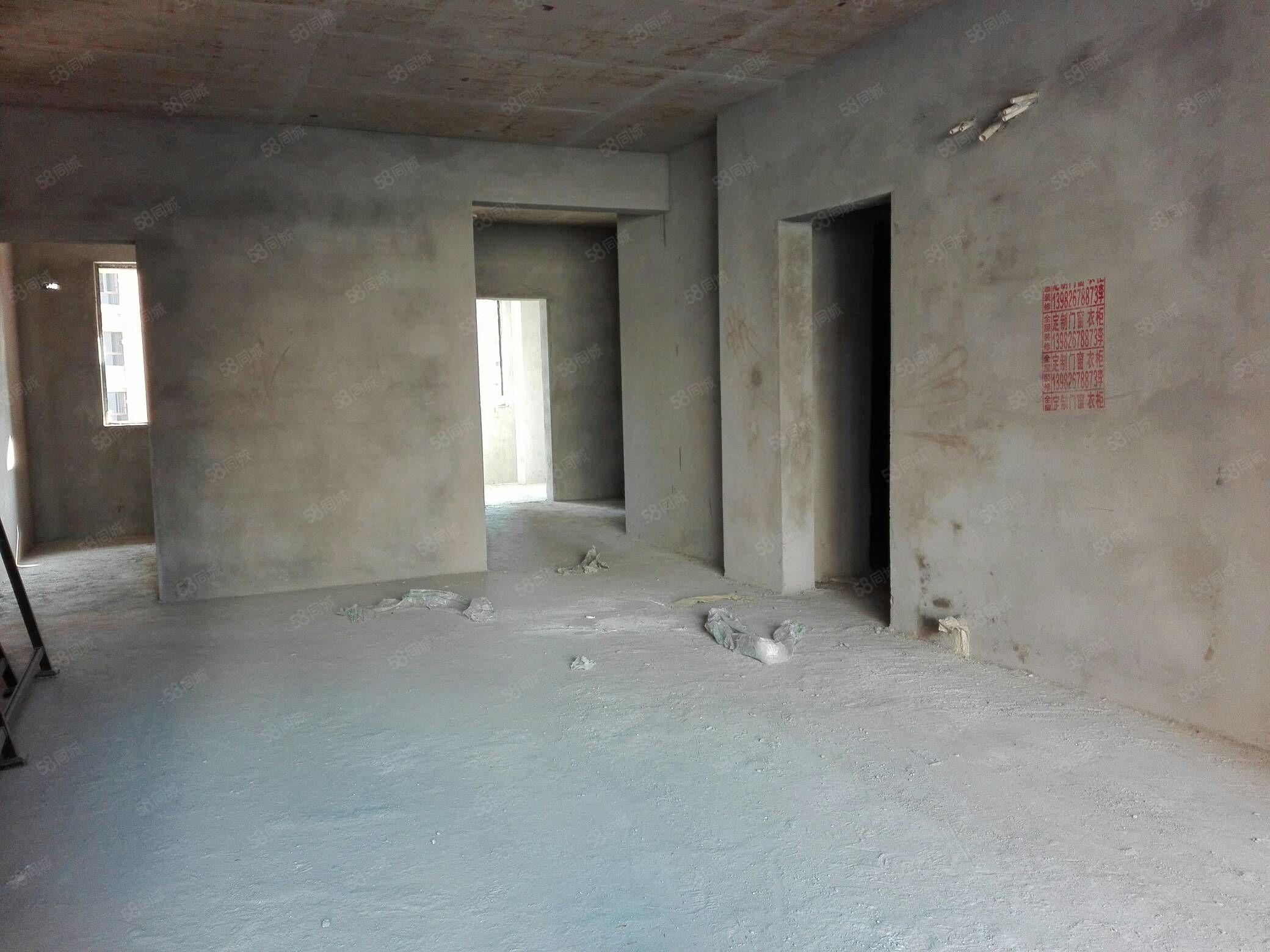 东南片区,名门公馆3室2厅2卫,洋房急售。