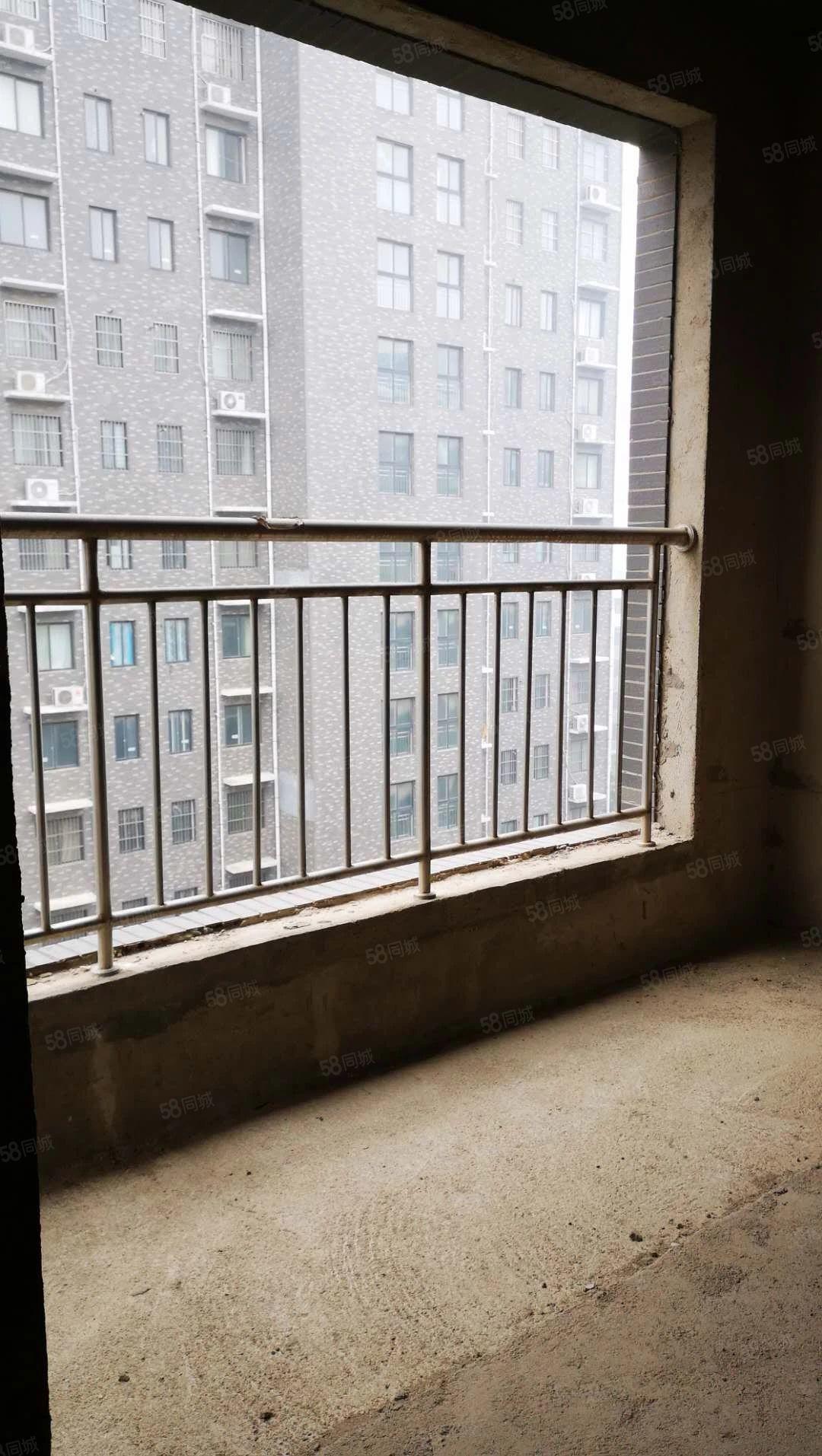 源汇文化路许慎小学隔壁片区房1楼119平3房毛胚现房随时看房
