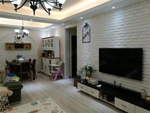 出售和平�店附近豪�A�b修的3房2�d2�l的房了