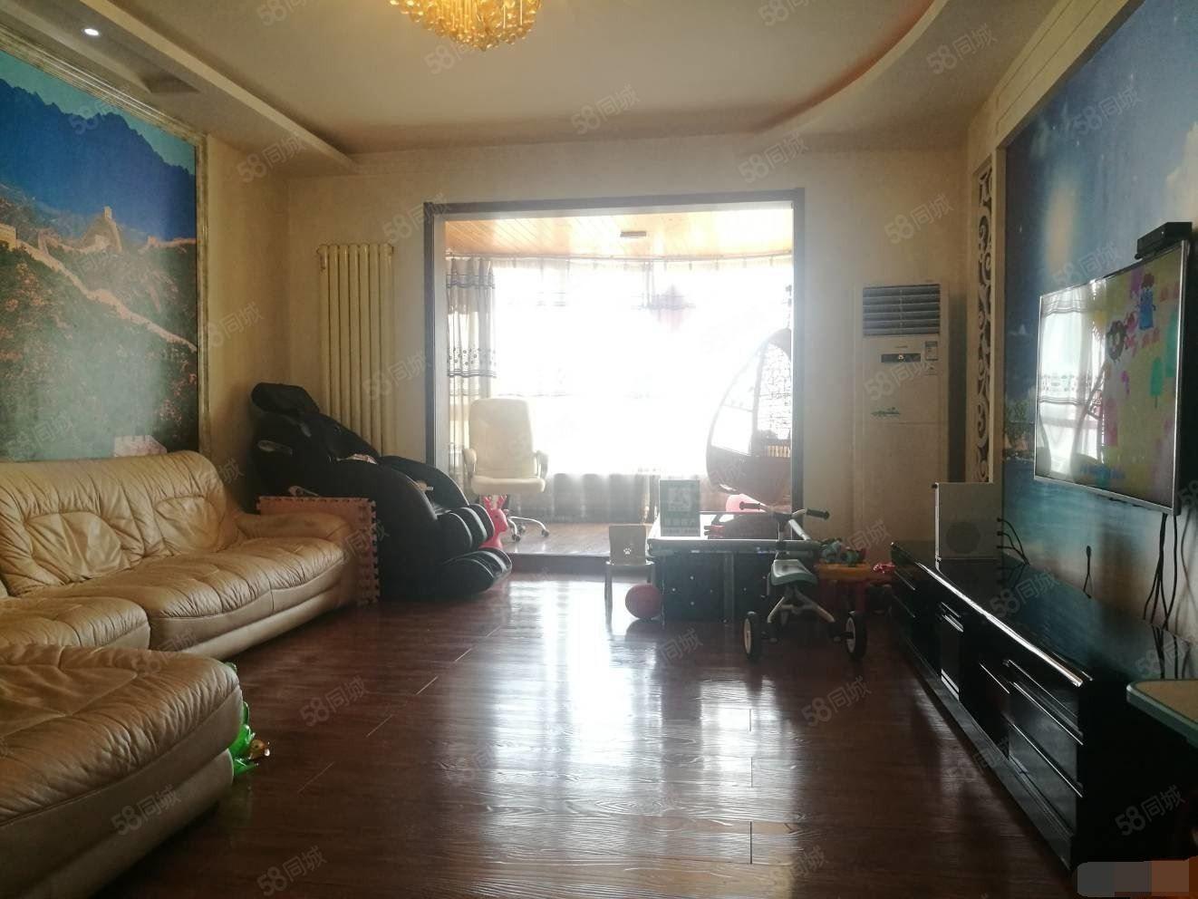 新城区建委家属院精装大三室电梯房一梯两户停车免费!