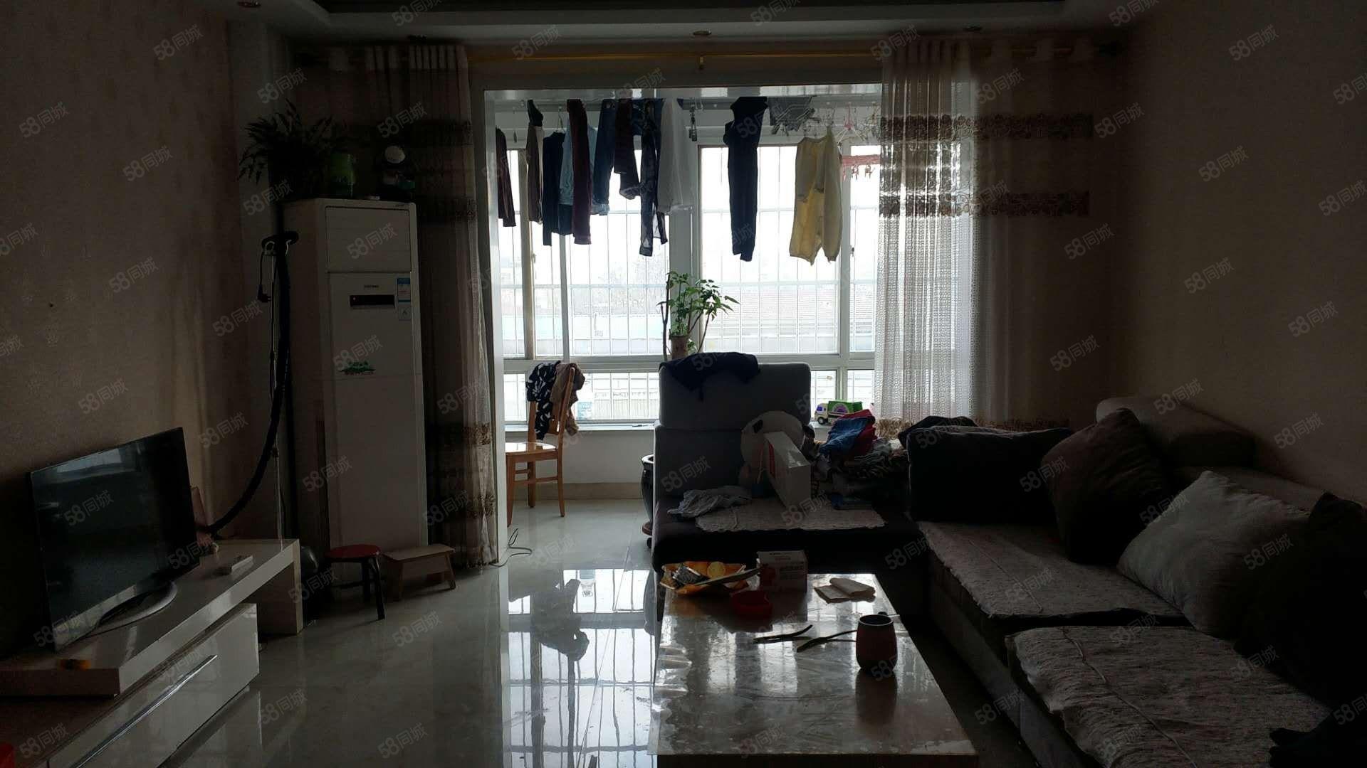 润泽小区4楼3室2厅1卫精装有证有储藏室临近百大银座交通便利