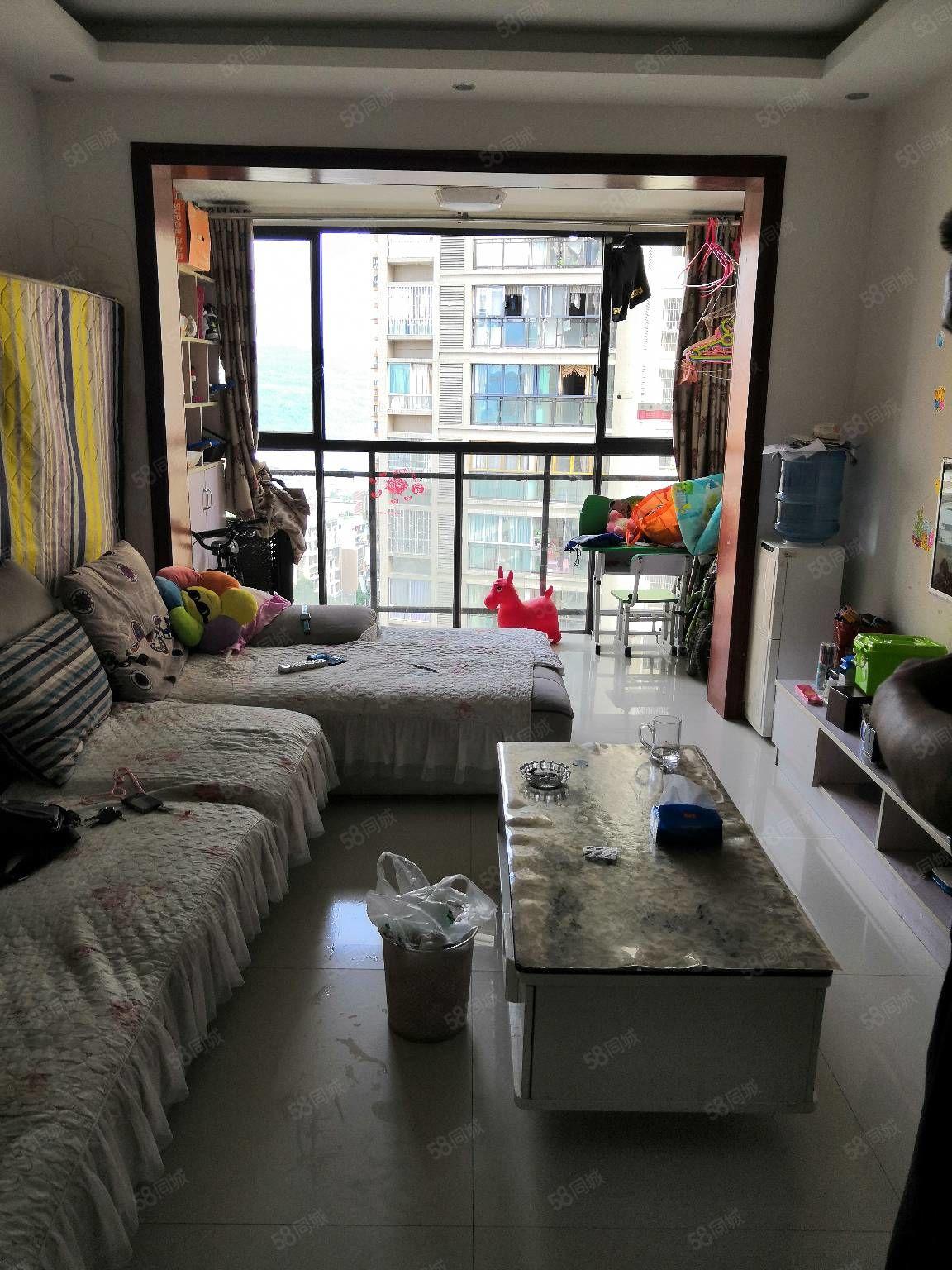 香山国际精装房带家具家电急卖!两室两厅一厨一卫一阳台82平米
