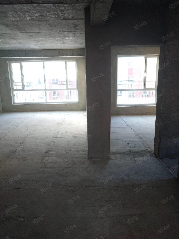 常青名门多层电梯房4楼,135.63平米,5500元一平按揭