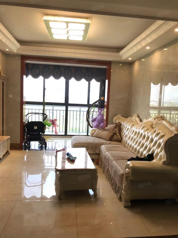 奥泰克中央广场三室两厅一卫精装家具全送拎包入住