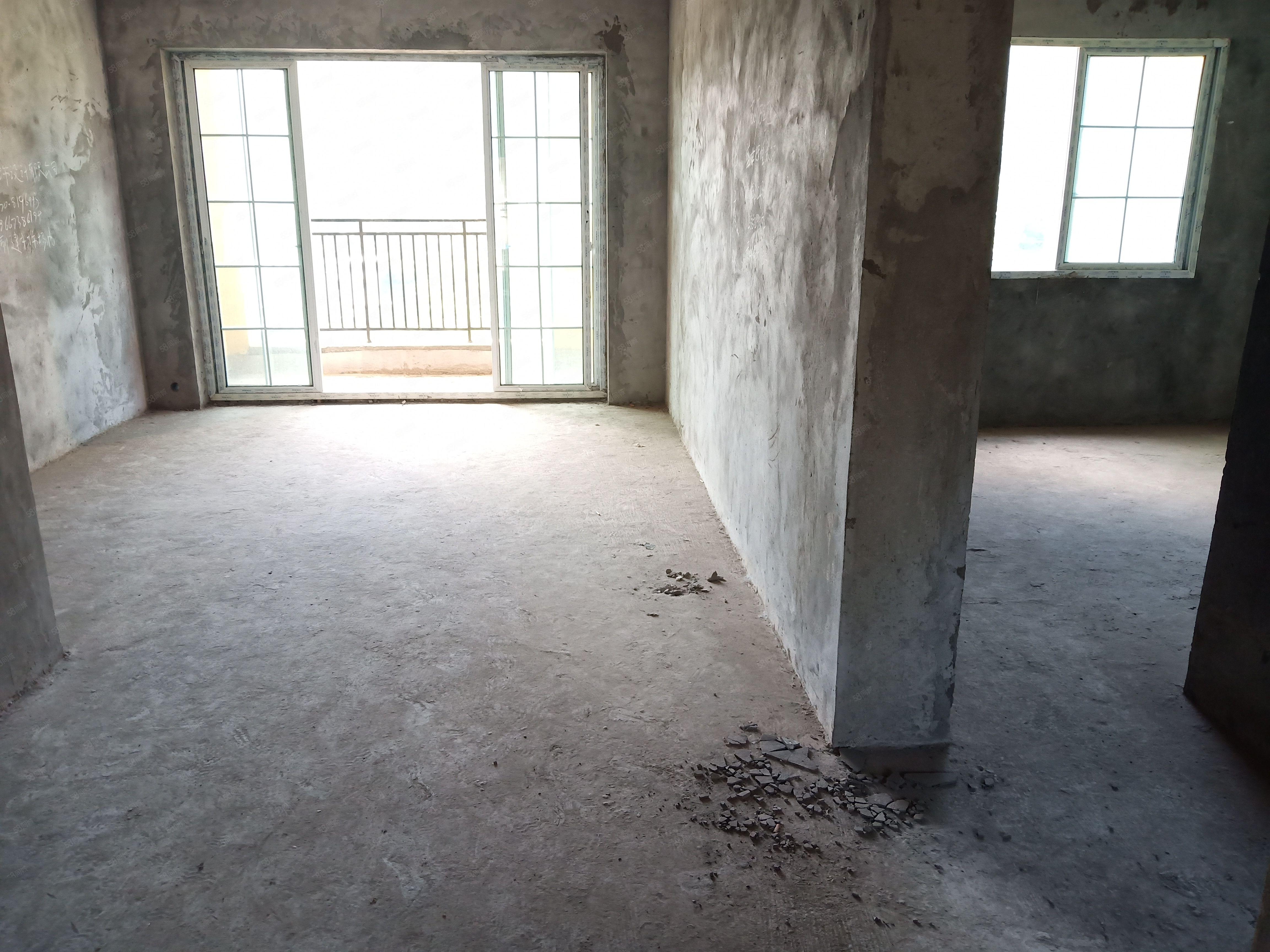 绿化高车位足临河的现代化小区三室两厅两卫毛坯