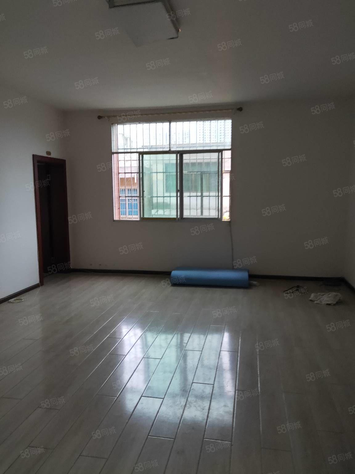 金龙路。住房出售。两室两厅。