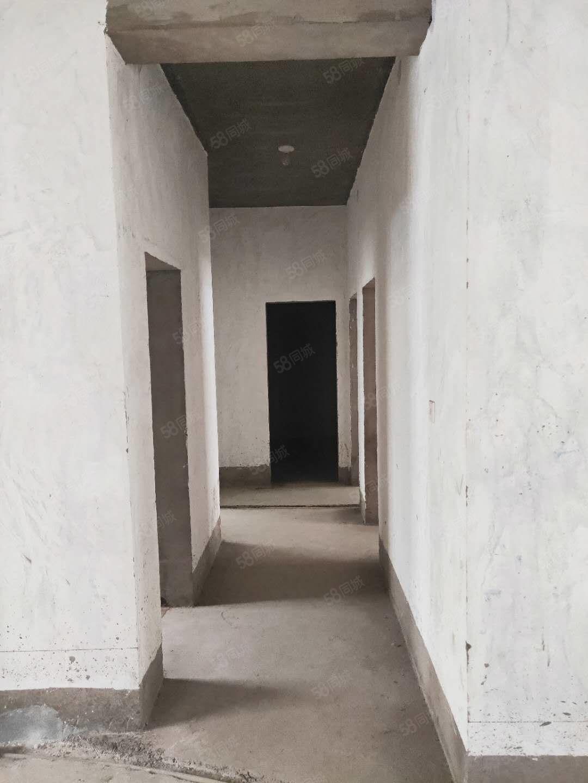 阳光世纪北苑一楼3室2厅2卫毛坯带地下室