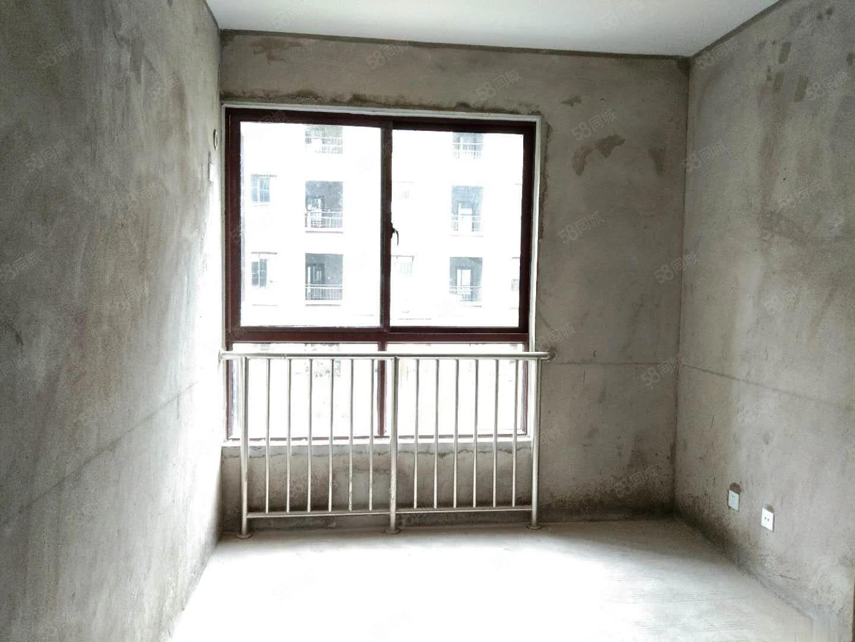 翡翠湾东边户出售房三居室,首付25万