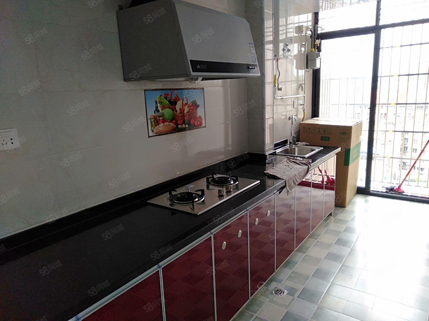 五一广场电梯房2室2厅全新精装修家具电器齐全拎包入住