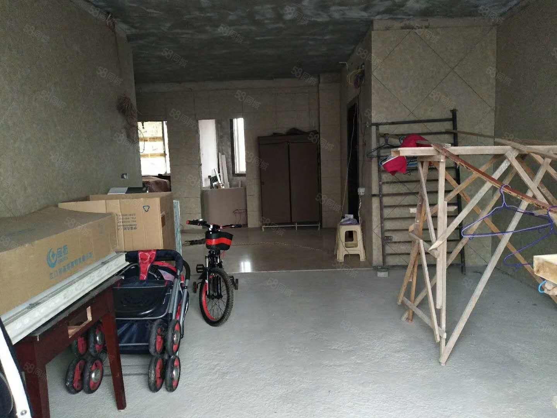 麒龙摩尔城房屋出售三房毛坯6楼可以按揭小区环境好