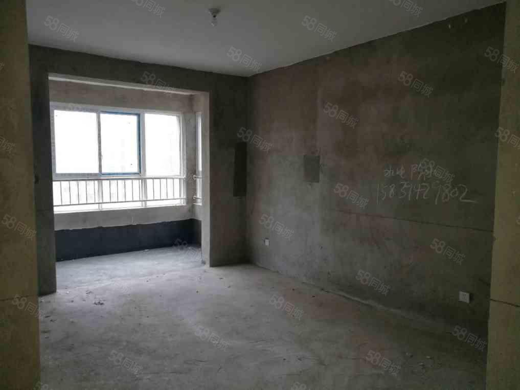天鹏皇朝,电梯三房,实际面积113平,有证可按揭,正常首付!