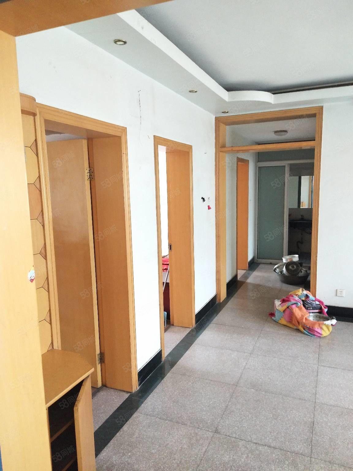 学府花园三室一厅拎包入住