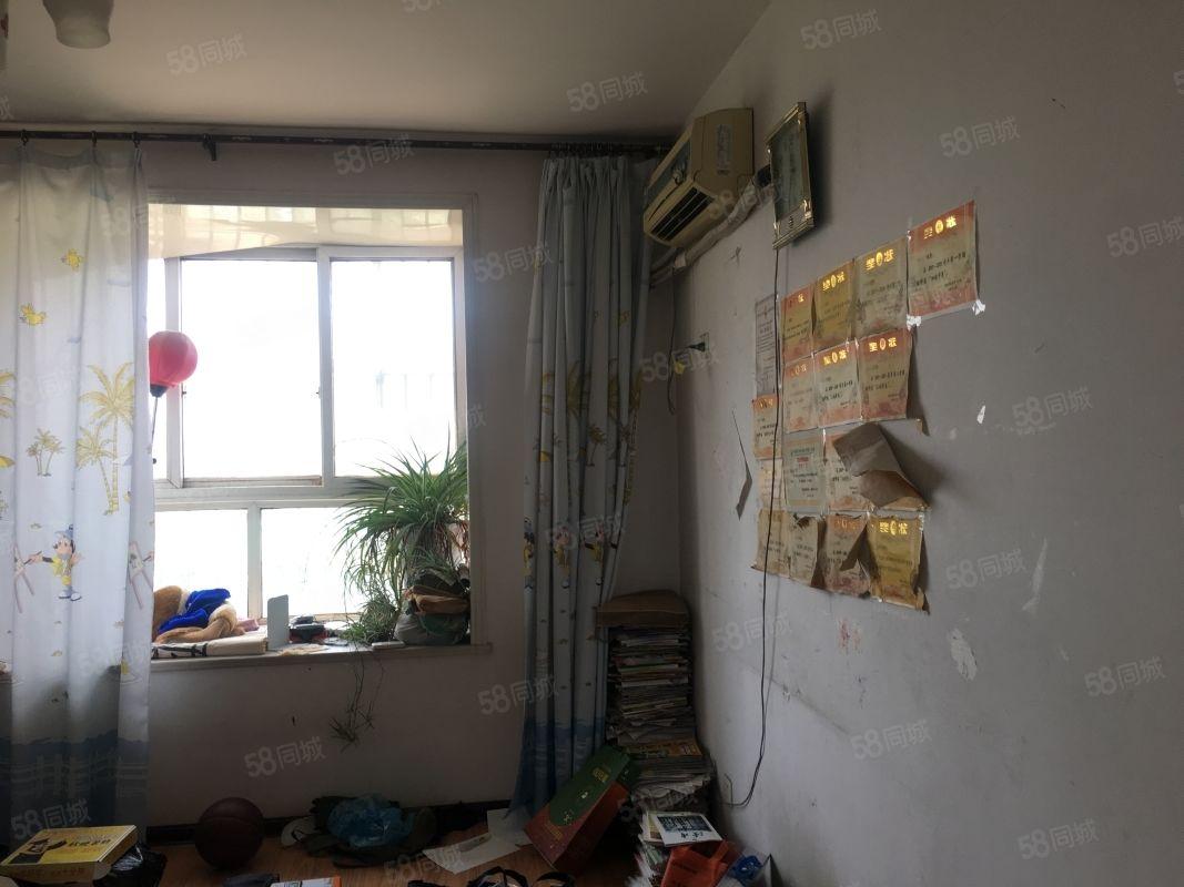 胜利新村低月租3楼带家具家电离实验小学步行可到看房方便