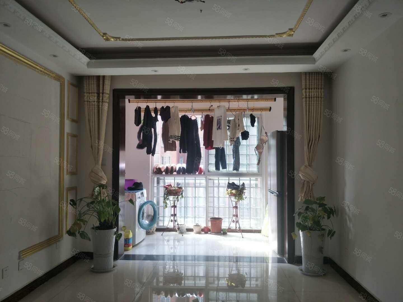 诚心出售南湖春城精装三室户型方正采光漂亮,随时看房