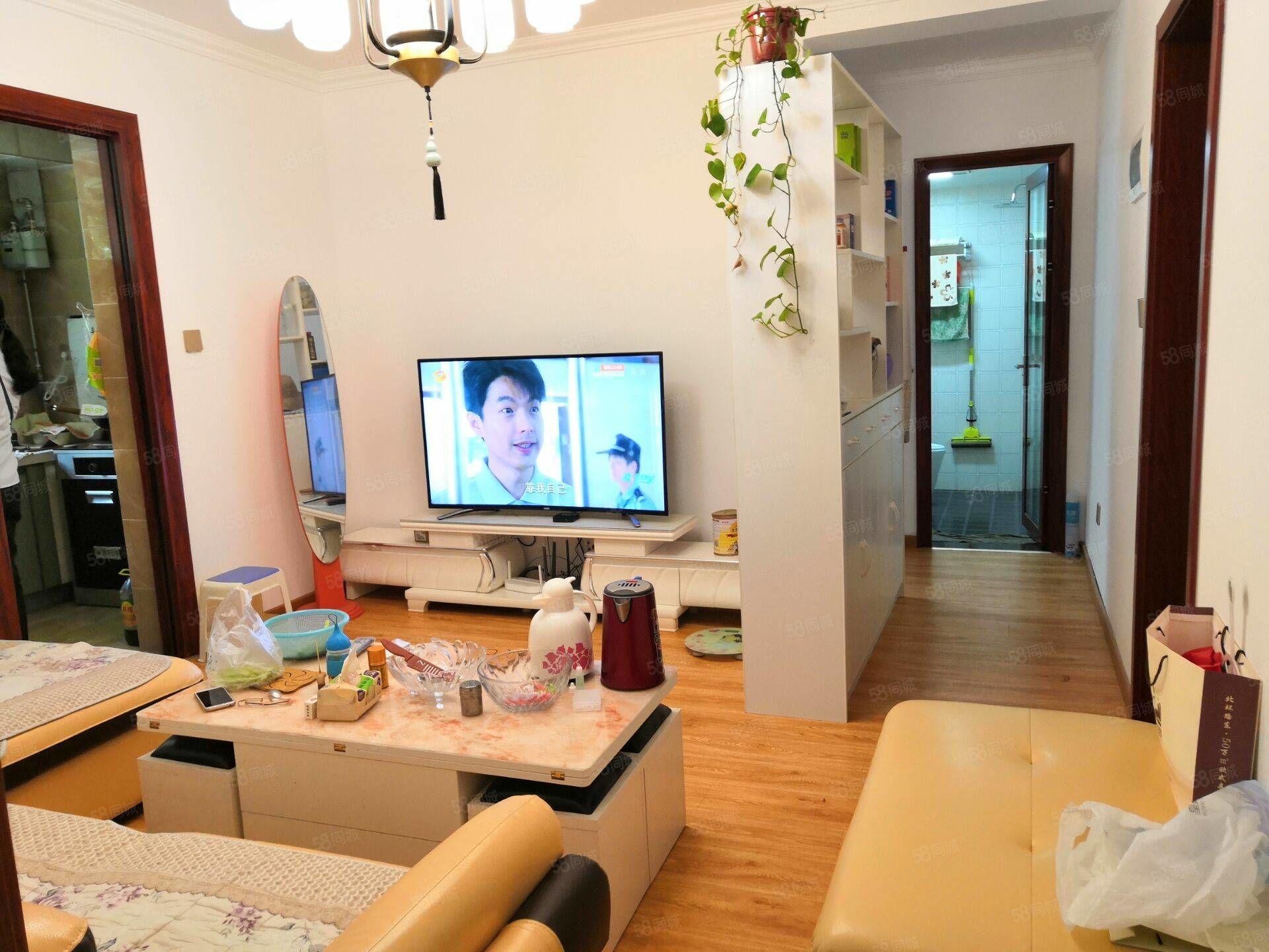 椰島廣場附近2室1樓新裝拎包入住36萬出售