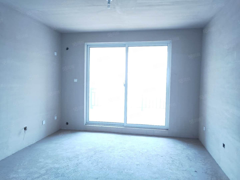 真��房源,秀�m114平米三居室120�f出售