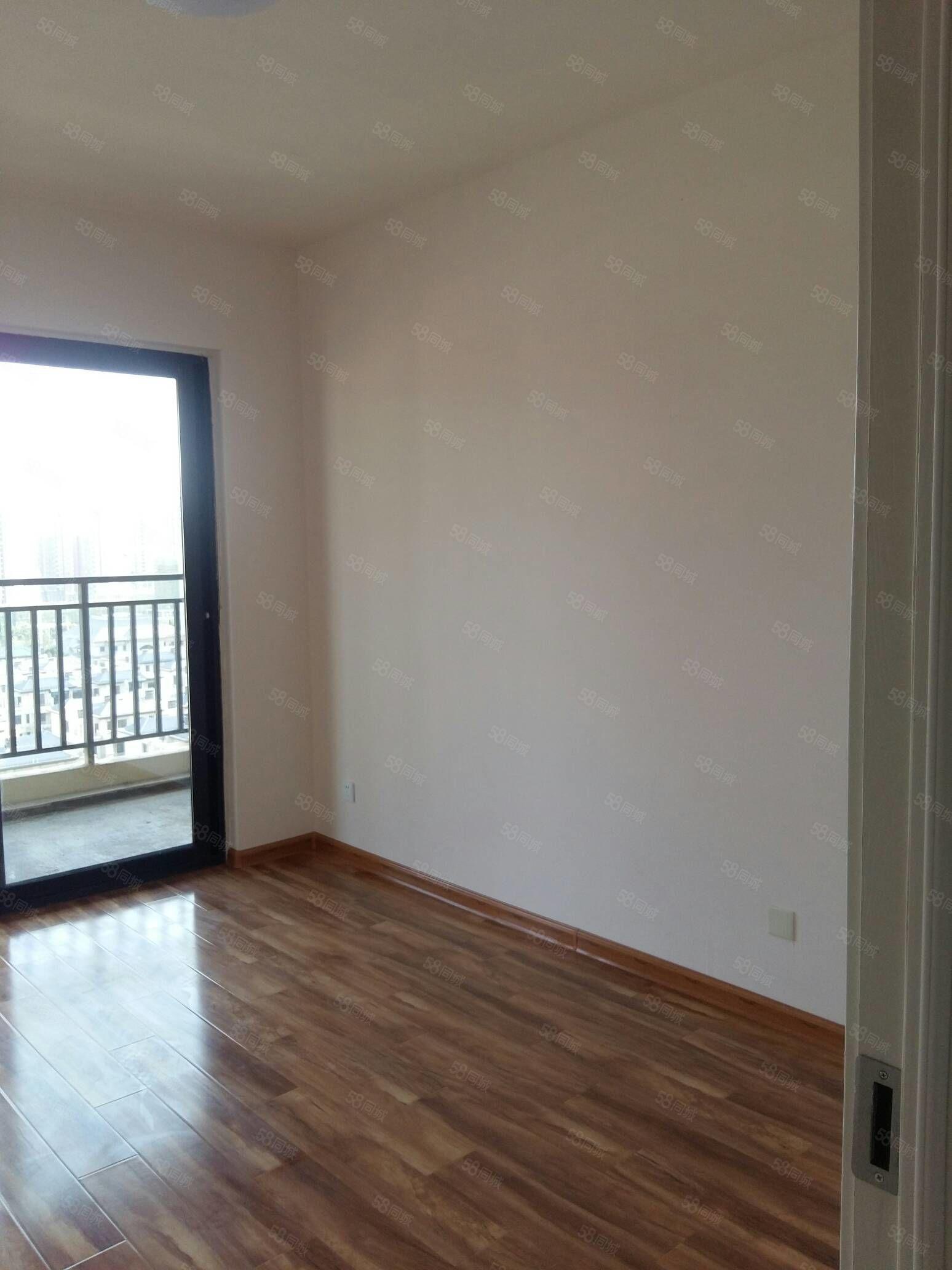 出租华府翡翠庄园三室一厅一卫新装修一次未住