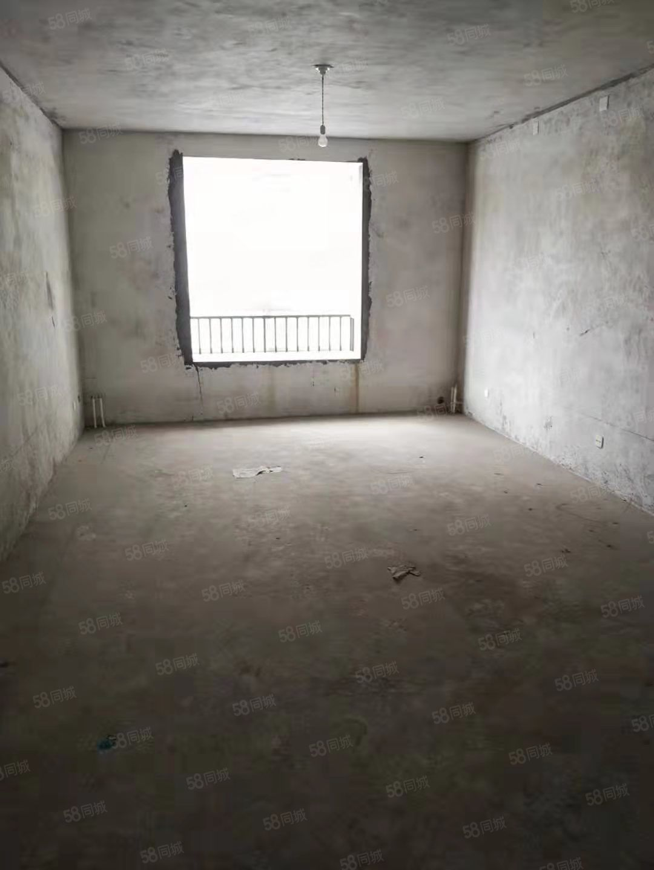 城東高客站附近毛坯大三室,南北通透,戶型方正,帶落地大飄窗