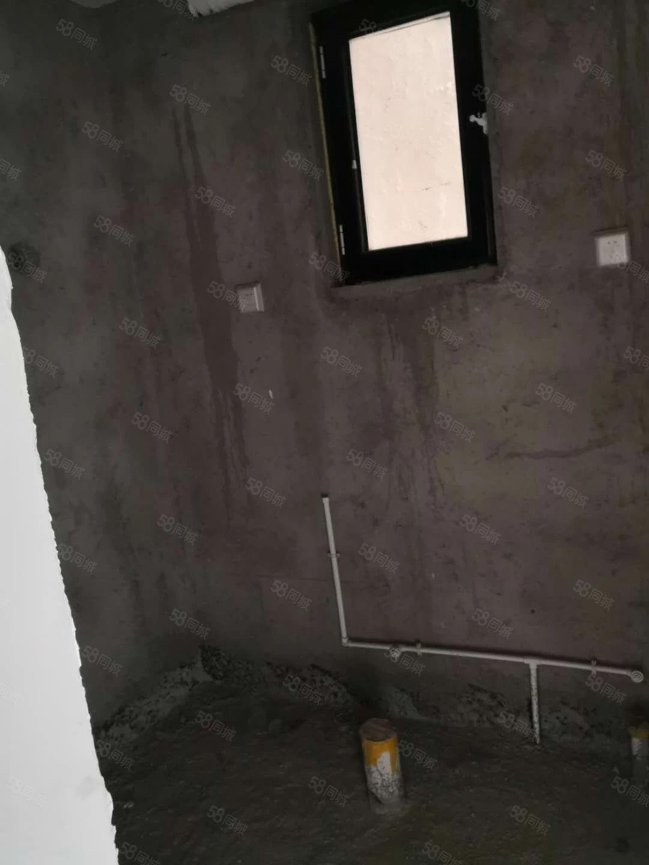 威尼斯3区门头房上下两层可贷款