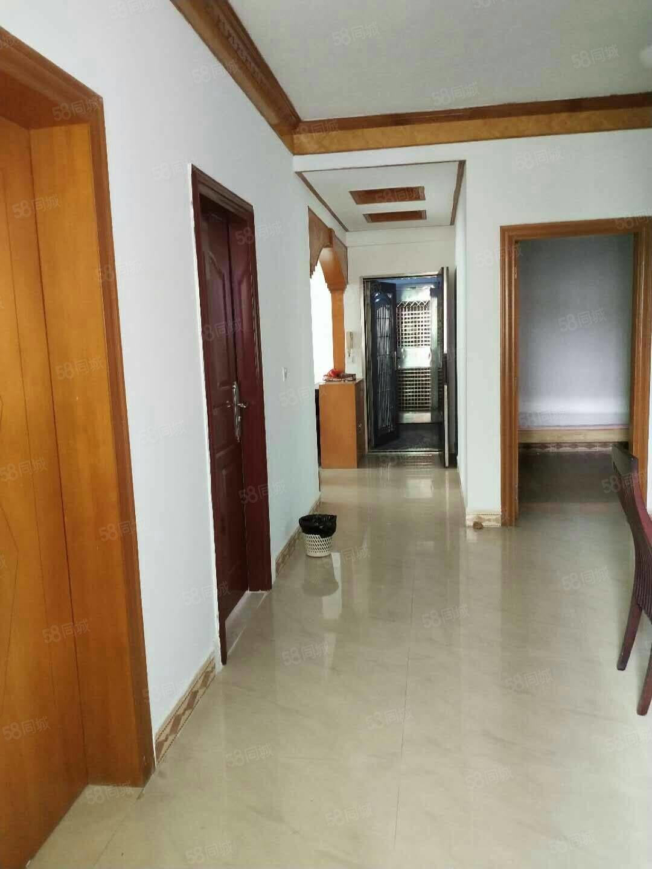 西粤中路电梯单位房东头邻近沃尔玛文化广场4房2厅128.2方