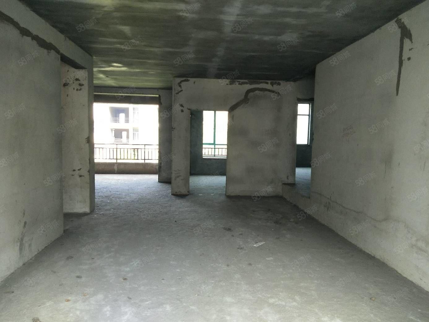 高档小区品质生活的体现高端气派四室两厅两卫湖景房
