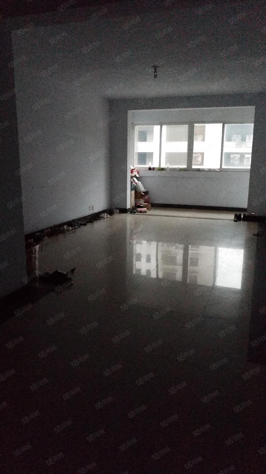 体?#20351;?#22330;润洲富丽园大气大三房,宽敞通透,办公居住两相宜