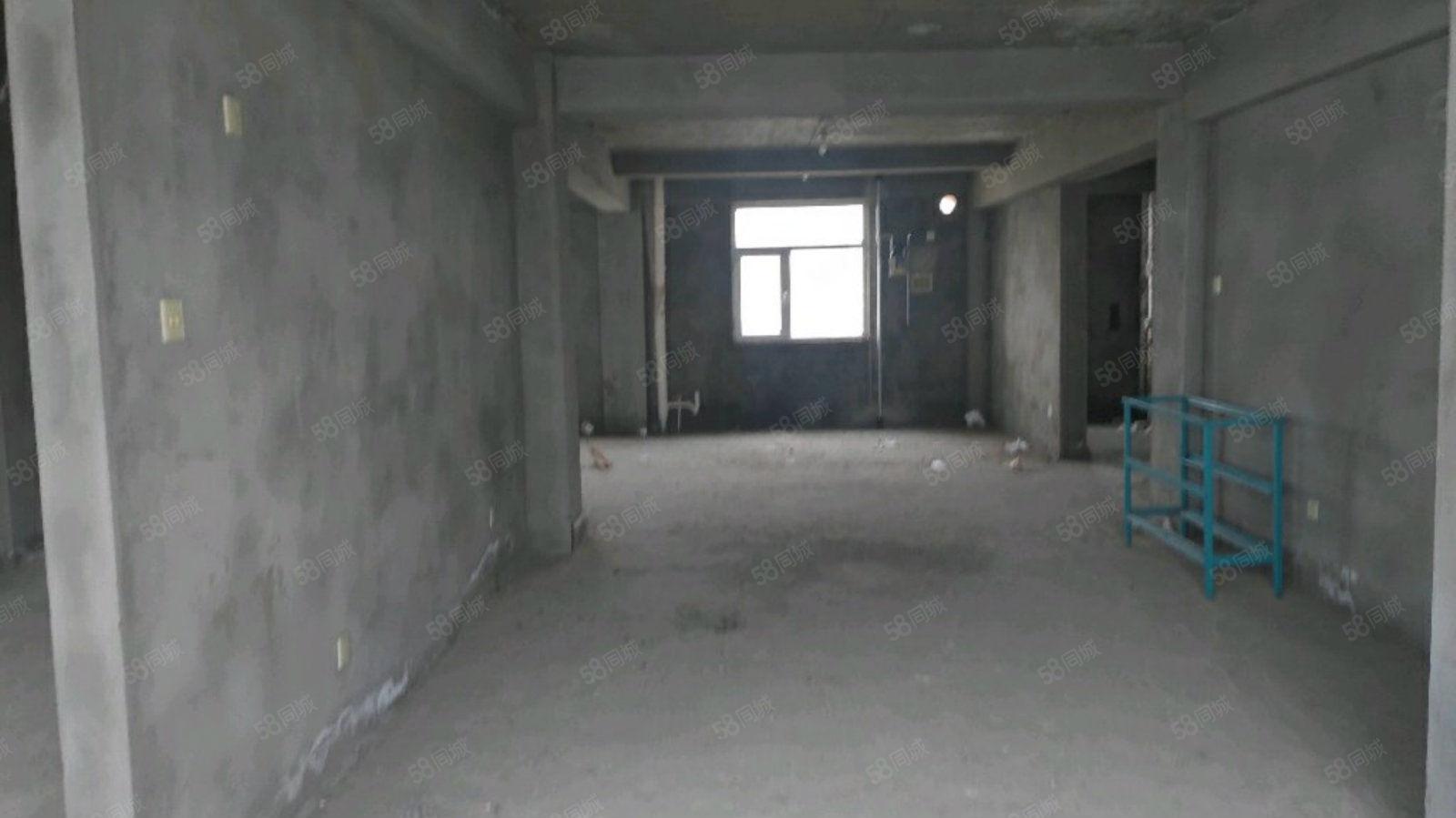 今朝同心苑中間樓層,三居室,119平,可按揭。