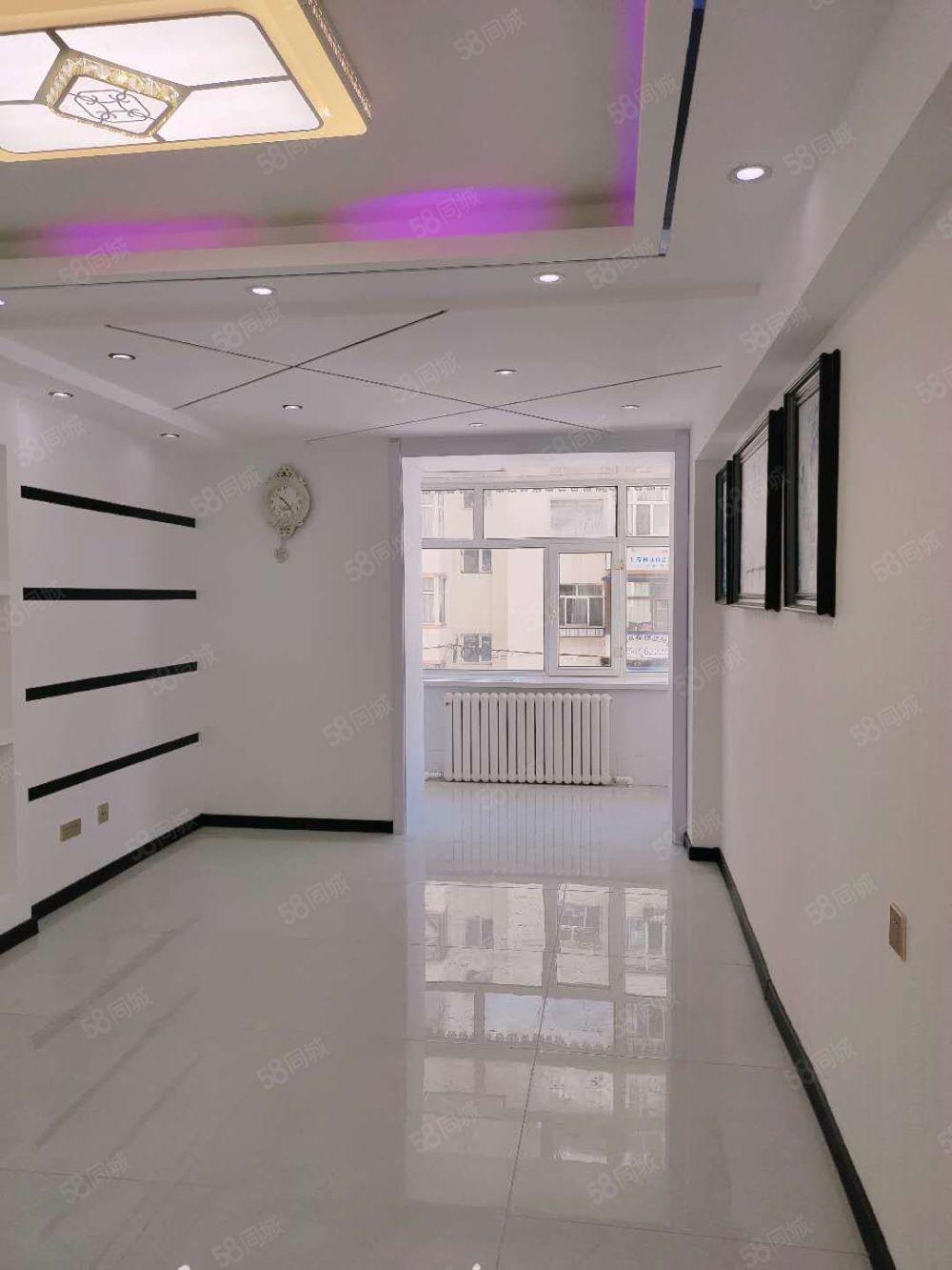 林青小区正2楼72米精装婚房2室一厅三阳格局