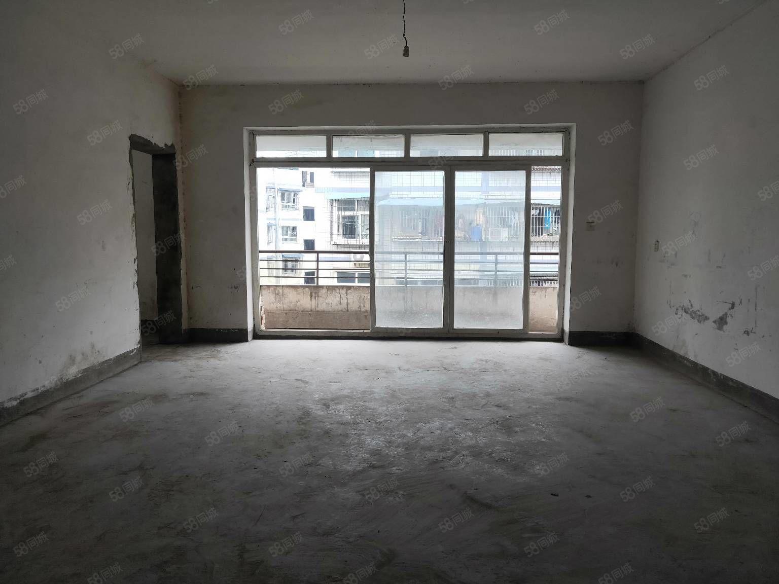 吉旺108車站旁鄰近輕軌站六旗樂園大三房大客廳超大空間