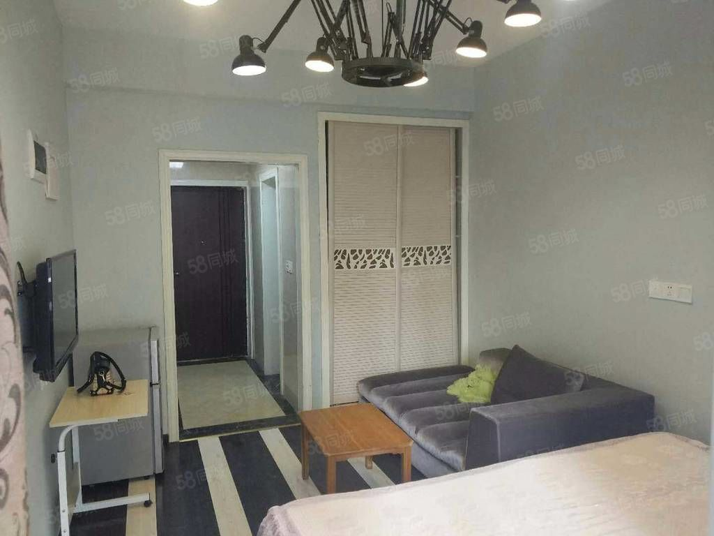 MINI时代1室温馨小屋,装修风格清新,家电齐全,适合学生党