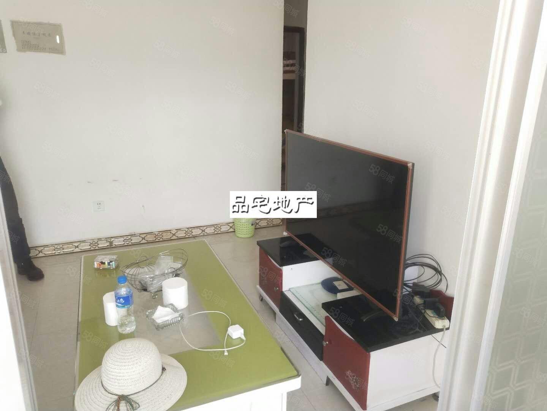椒连小区房屋出租,家具配齐,包含车位,物业费,租金650月