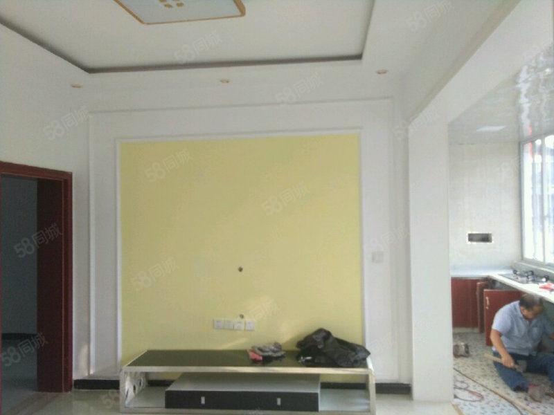 电江路出售大三室,白菜价好房,采光高室内空间利用充分。